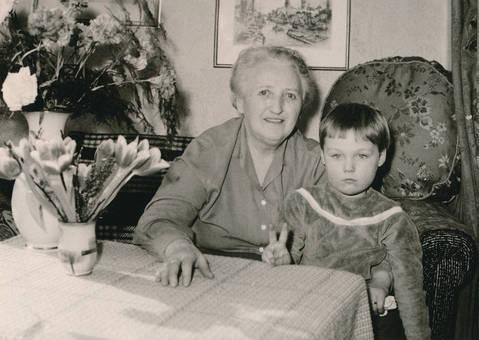 Enkelkind und Oma