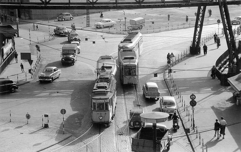 auto, bahn, KFZ, PKW, Straßenbahn, VW-Käfer, Zebrastreifen