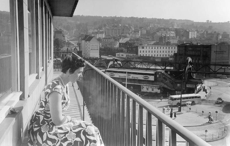 Balkon, gebäude, haus, kleid, mode, rauchen, Schwebebahn