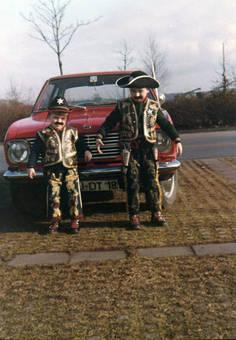 Cowboys bewachen Vaters Auto
