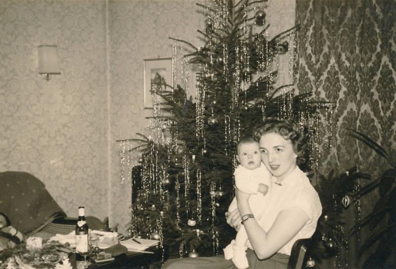 Bier Weihnachtsbaum.Frau Mit Kind Wdr Digit