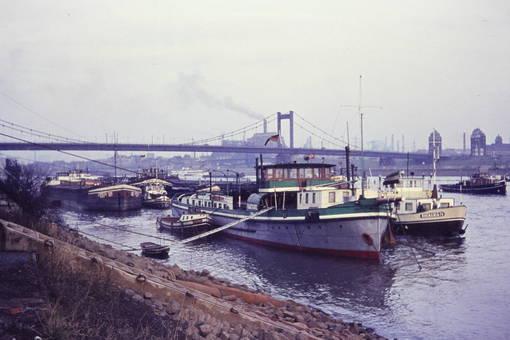 Schiffe auf dem Rhein