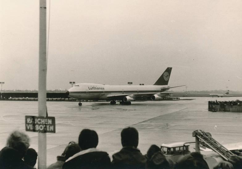 B 747-100, B-747, Boeing 747-100, D-ABYA, düsseldorfer flughafen, Flughafen, flugzeug, lufthansa, Maschine, Scheinwerfer