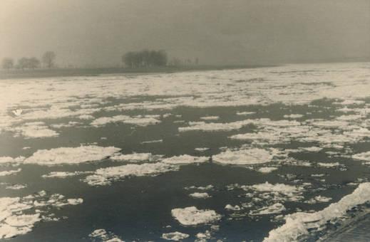 Eis auf Rhein