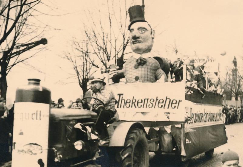 deutz, Düsseldorf, ehrenhof, joseph-beuys-ufer, karneval, Kostüm, rosenmontag, ulanendenkmal, Umzug, verkleidung, wagen