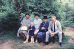 Familienfoto auf der Bank