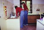 Zwei Frauen in einer Küche