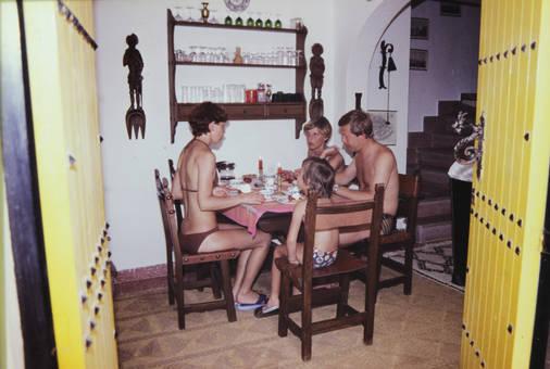 Gruppe am Tisch