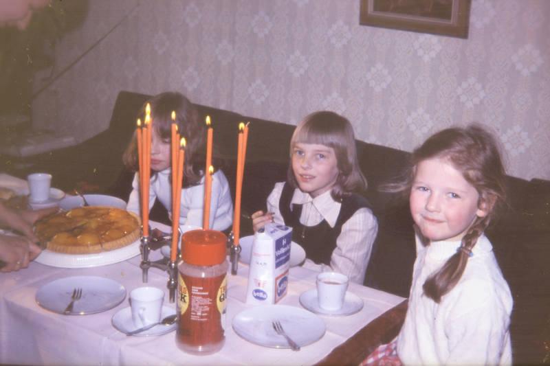 kaffee, Kakao, Kerzenleuchter, Kindermode, Kindheit, kuchen