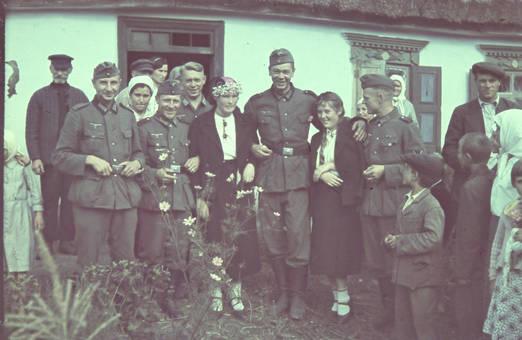 Gruppenbild mit Soldaten