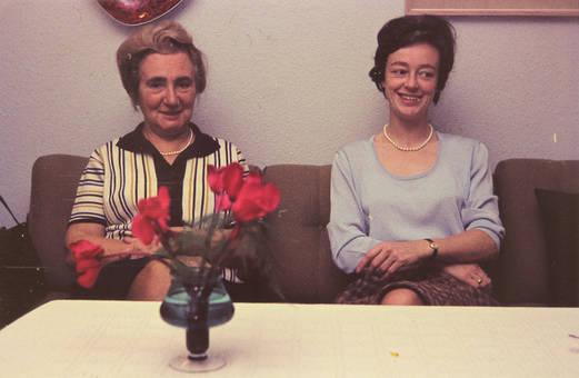 Zwei adrette Damen