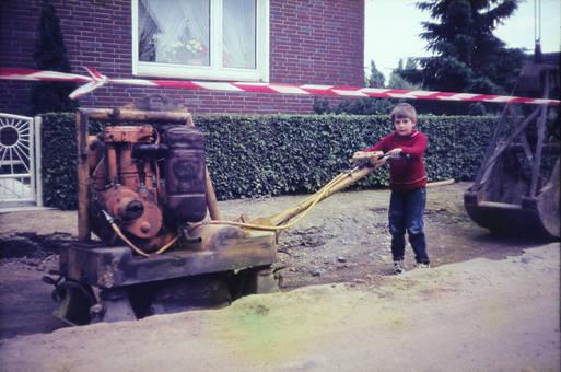 Junger Bauarbeiter