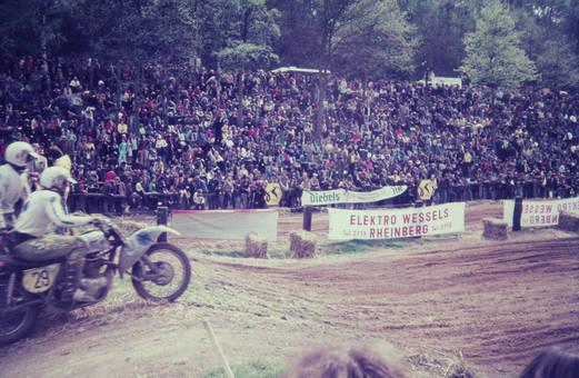 Beim Motorradrennen