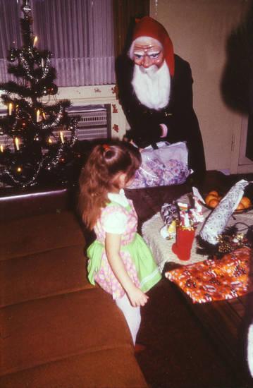 christbaum, geschenke, Kindheit, Kostüm, maske, sofa, Tannenbaum, Weihnachten, Weihnachtmann, Weihnachtsbaum, Weihnachtsgeschenke