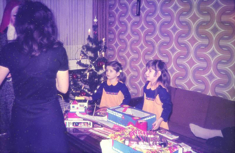 geschenke, Heilig Abend, kinder, Kinder schokolade, Kindermode, Kindheit, Weihnachten, Weihnachtsbaum, Weihnachtsgeschenke, weihnachtsmann, Weihnachtszeit