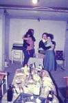 Zwei Paare tanzen
