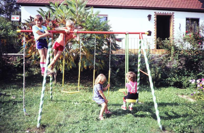 freundschaft, garten, Kindermode, Kindheit, Klettergerüst, Klettern, schaukel, Schaukeln, spielen