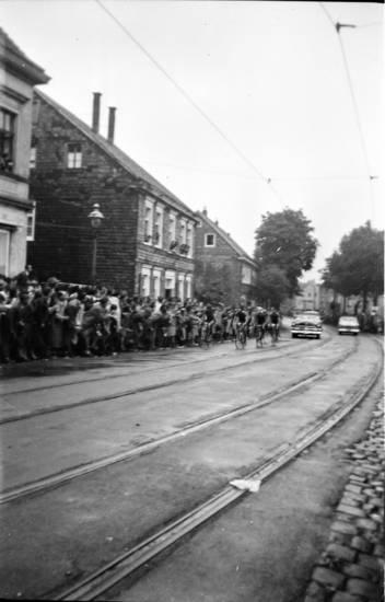 auto, fahrrad, gebäude, haus, KFZ, PKW, publikum, rad wm, radweltmeisterschaft 1954, Zuschauer