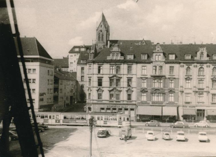 auto, gebäude, KFZ, kirche, oberbarmen, Parkplatz, PKW, S-Bahn, St. Johann Baptist, Straßenbahn, Wuppertal