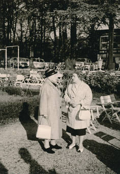 Zwei Damen