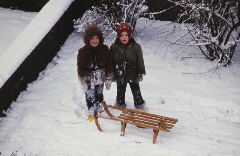 Gummistiefel, handschuhe, Kindheit, mütze, schlitten, schnee, spielen, winter