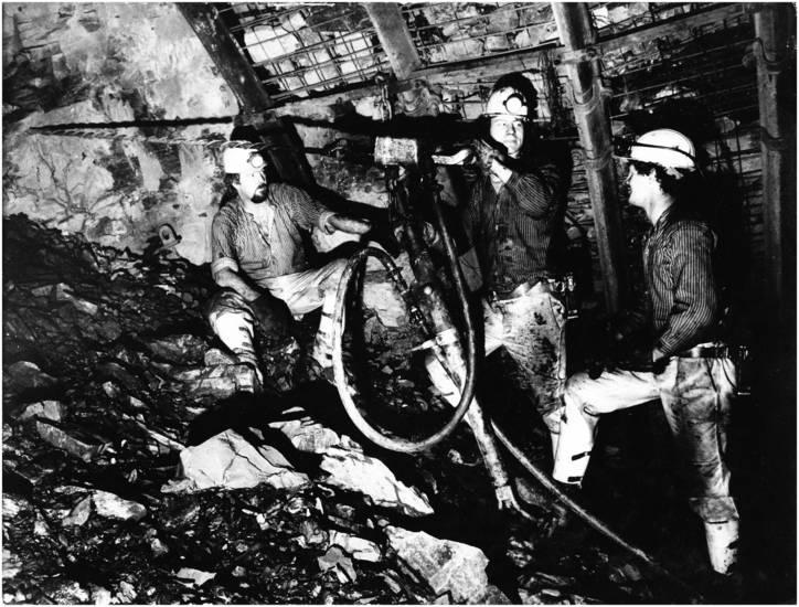 arbeit, Arbeitskleidung, Ausbildung, Bergbau, derne, Dortmund-Derne, Helm, Schutzhelm, umschulung, Uniform, Zeche, zeche gneisenau