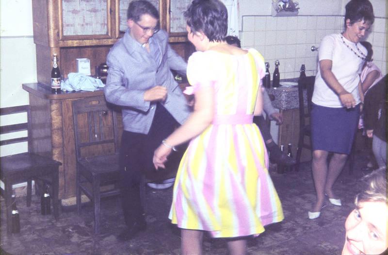 feier, Flasche, Malzbier, mode, party, schrank, Stuhl, tanz, tanzen, Tanzfläche, Twist