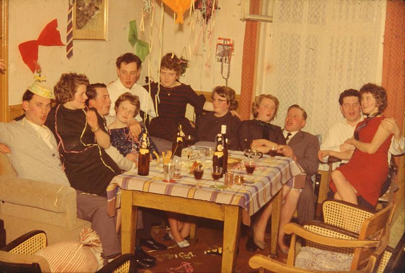 feier, fest, Fete, gläser, gruppe, hut, Luftschlange, mode, party, Schleife, tisch, trinken