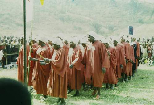 Traditionelle Tänze in Oshie
