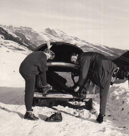 auto, KFZ, kofferraum, PKW, schnee, skischuhe, winter