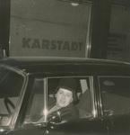 Vor dem Karstadt