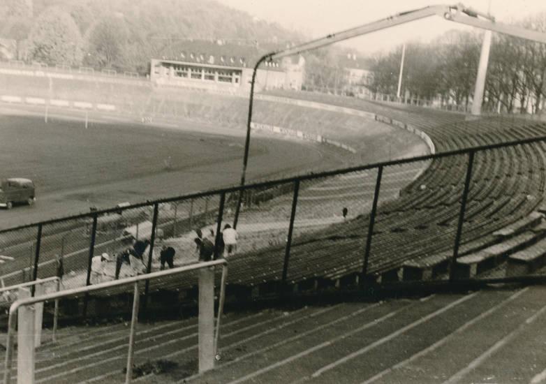 BAuarbeiten, Fußballstadion, Rennbahn, sitzplatz, Stadion, stadion am zoo, tribüne, Umbau, VW-Bus, Wuppertal, Zoo