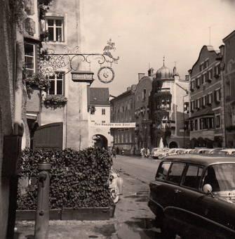 Vor dem Gasthaus Post