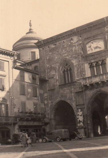 auto, Bergamo, Italien, straßenszene