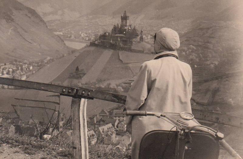 Aussicht, burg, Burg-Cochem, cochem, Mosel, Motorroller, Reichsburg Cochem, Rheinland-Pfalz, Roller, Schloss, Talblick, weinberge