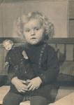Hilde Heisterkamp mit Puppe