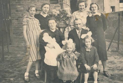 Eltern mit sieben Töchtern
