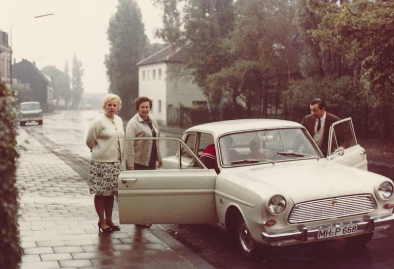 auto, ford, Ford-Taunus, Ford-Taunus-12M, Ford-Taunus-P4, Ford-Transit, KFZ, limousine, mode, Mülheim an der Ruhr, PKW, straße