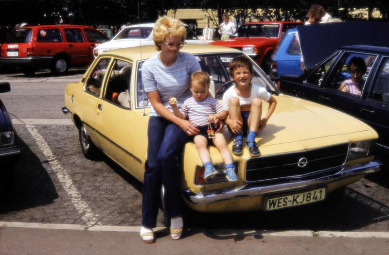 auto, Brille, familienauto, Ford-Granada, ford-Sierra, kadett-d, KFZ, Kindheit, mode, Opel, peugeot-504, PKW, Rast, raststätte, rekord-d, vw-santana