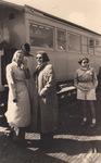 Vor  dem Zug