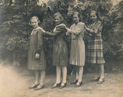 Mädchen in einer Reihe