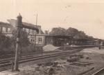 Gleise und Bahnhof