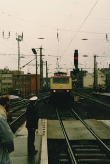 Ein Zug fährt ein