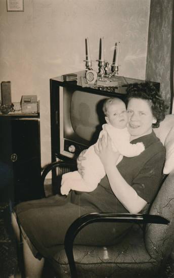 familie, Fernseher, kerzenständer, kind, Kindheit, nachwuchs, tv, uhr