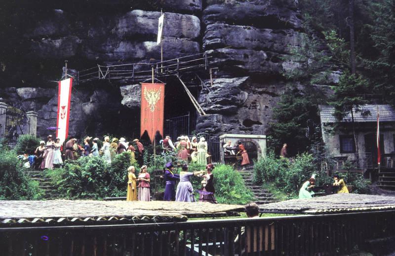 bühne, Feldenbühne, felsenbühne rathen, Freilichtbühne, Kostüm, kulisse, rathen, schauspiel, stück, theater, Theaterstück, verkleidung
