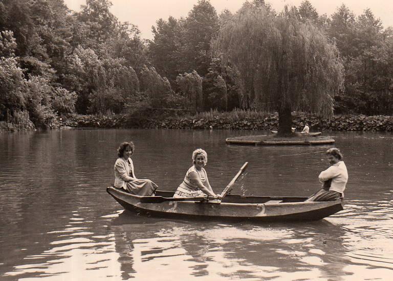ausflug, boot, freundschaft, Homberg, Kahn, Kahnfahrt, Kahnweiher, lachen, Paddeln, Rudern, schwimmbad, Spaß