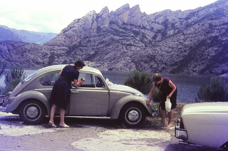auto, Berg, ferien, ford, käfer, KFZ, landschaft, PKW, putzen, reise, Spanien, stausee, urlaub, vw, VW Käfer