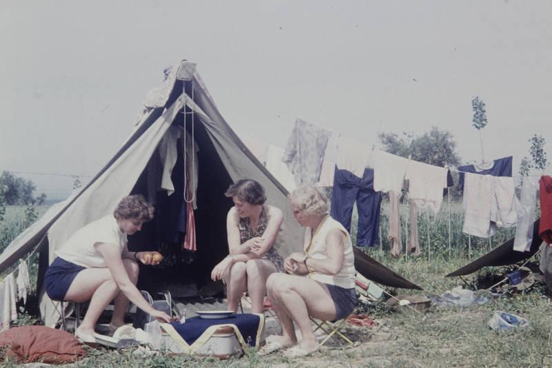 camping, ferien, gruppe, Kochen, reise, Spanien, urlaub, wäsche, Wäscheleine, zelt, zelten, Zeltplatz