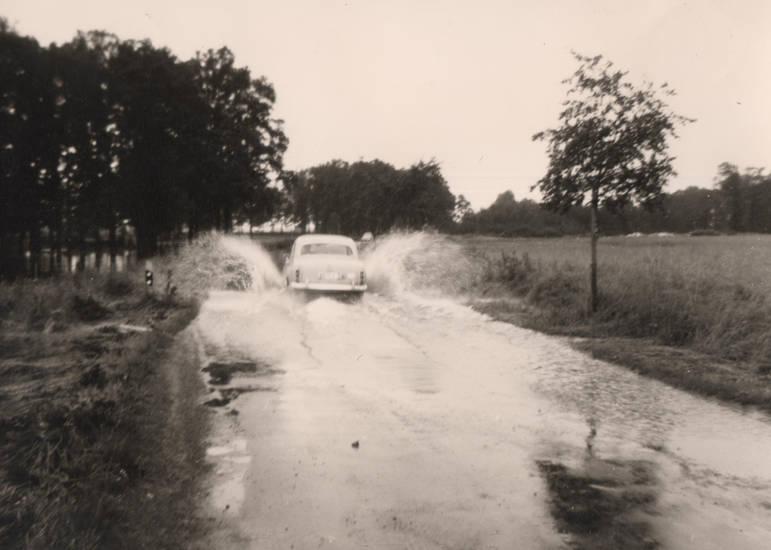 auto, Cappel, Hochwasser, KFZ, Liesborn-Suderlage, Lippstadt, mercedes-ponton, PKW
