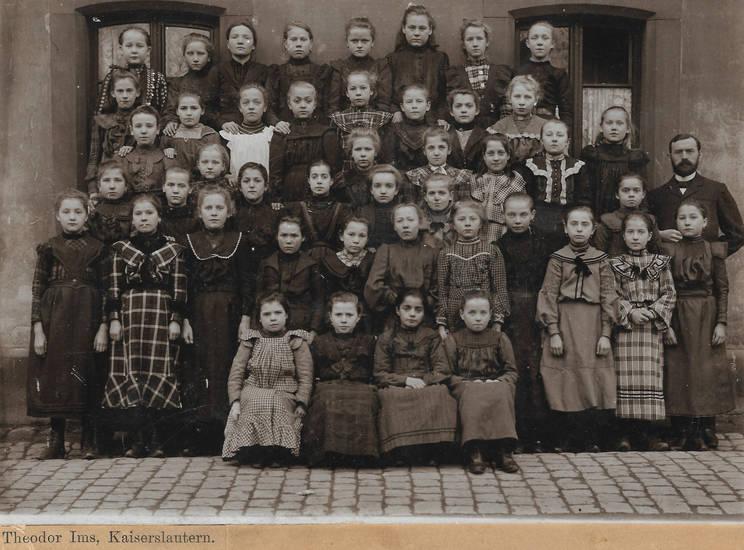 Kaiserslautern, Kindheit, Klasse, Klassenfoto, lehrer, Mädchenklasse, mode, Schüler, Schülerin, Schulklasse